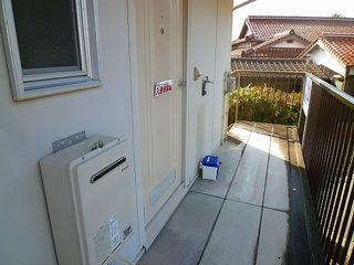 玄関前(洗濯機置場)