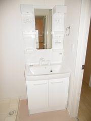 洗面室(201)